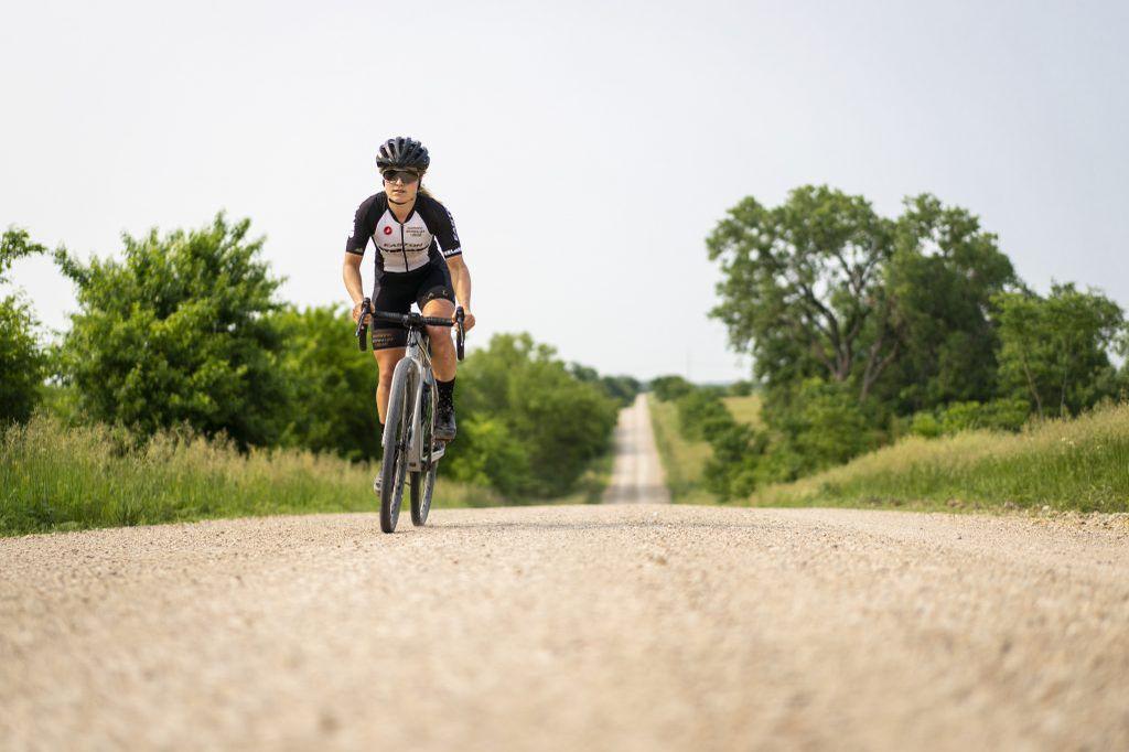 Amity Rockwell je začela kolesariti po naključju, zdaj pa kot zmagovalka lanske Dirty Kanze velja za eno najbolj vročih grevlerk.