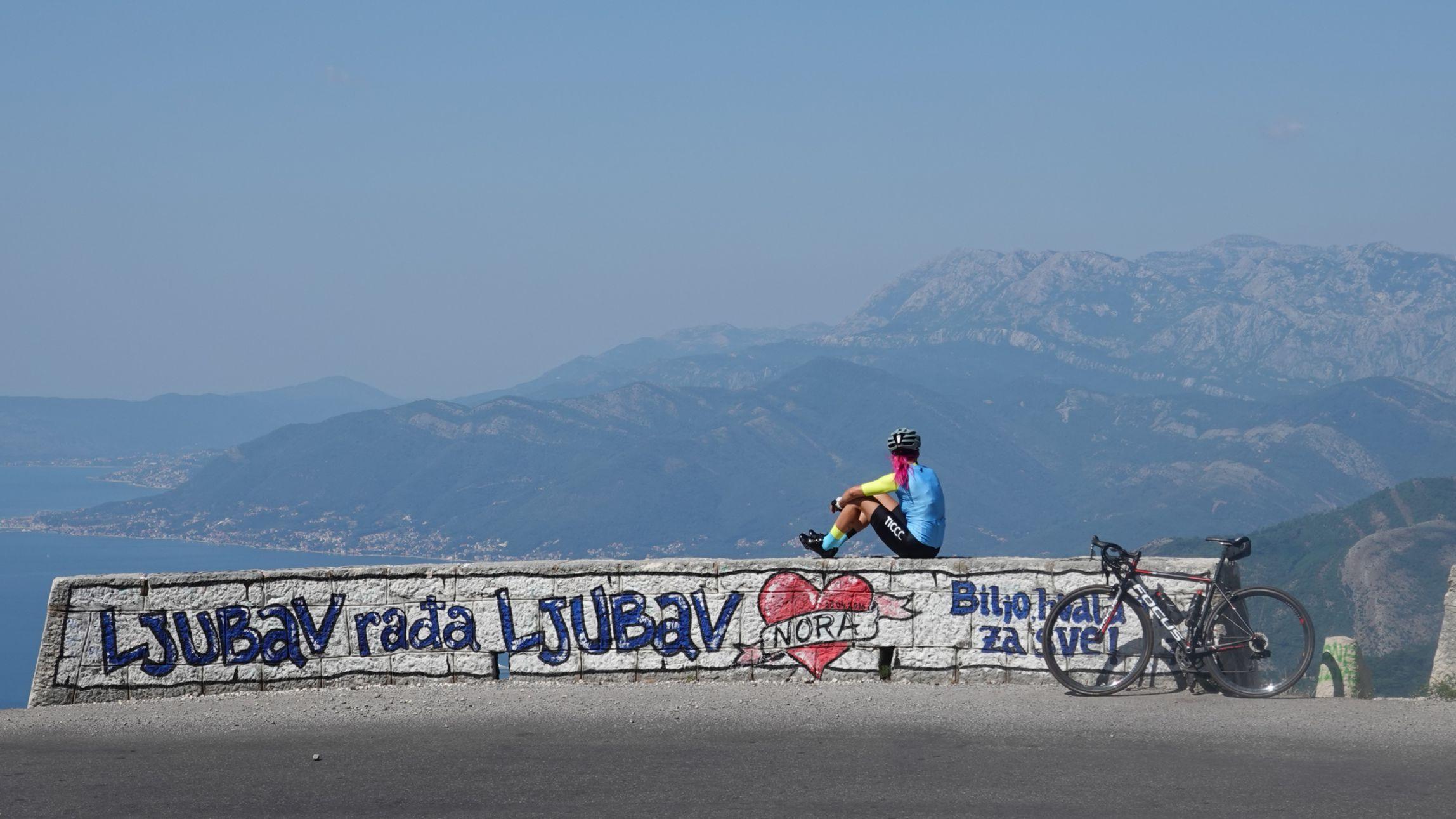 Redno se vračata tudi v Črno goro. Na vzponu nad Boko Kotorsko.